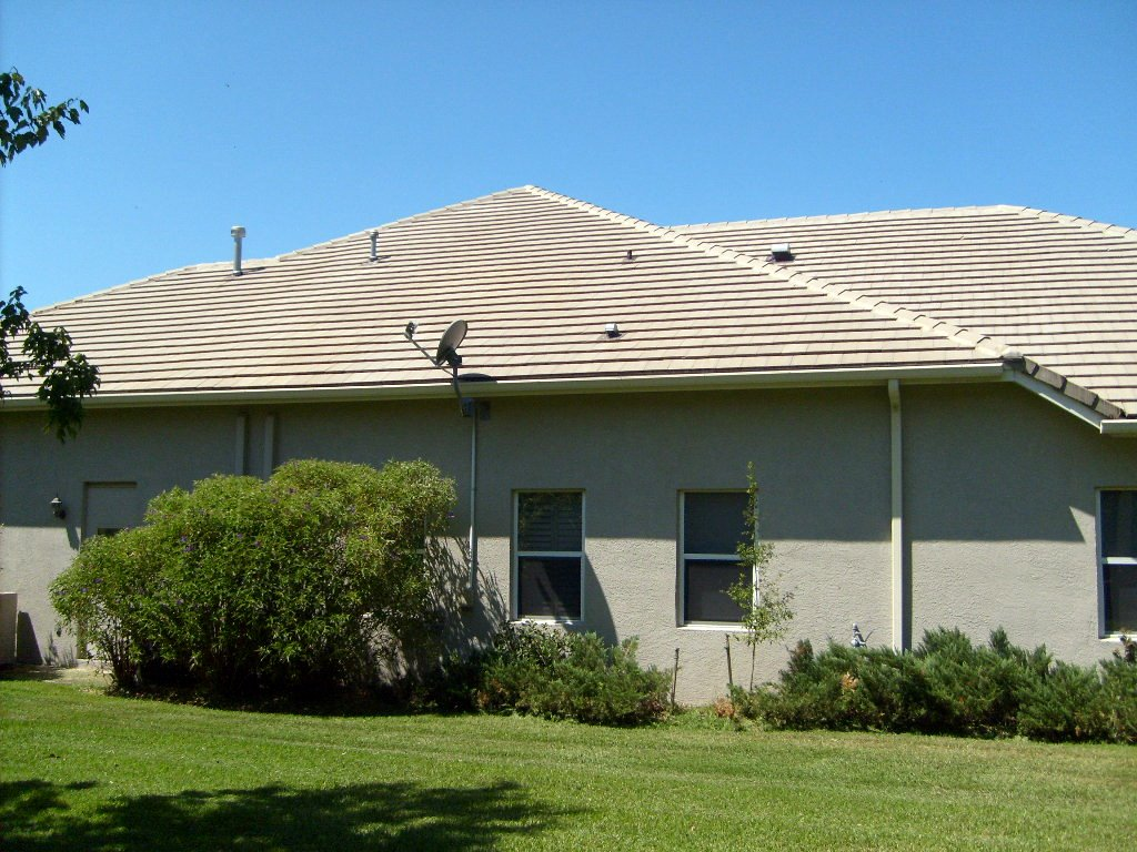 We Never Pressure Wash Tile Roofs Tile Roof Cleaning